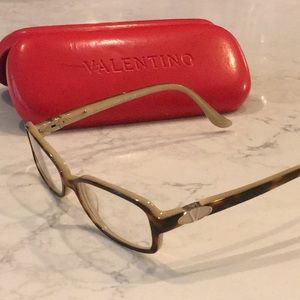 Valentino signature V eyeglasses